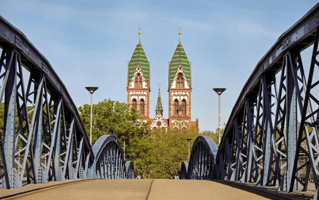 Blaue Brücke und Eschholzkirche Freiburg